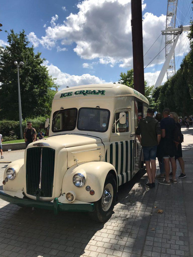 Vintage ice cream van amazing service!